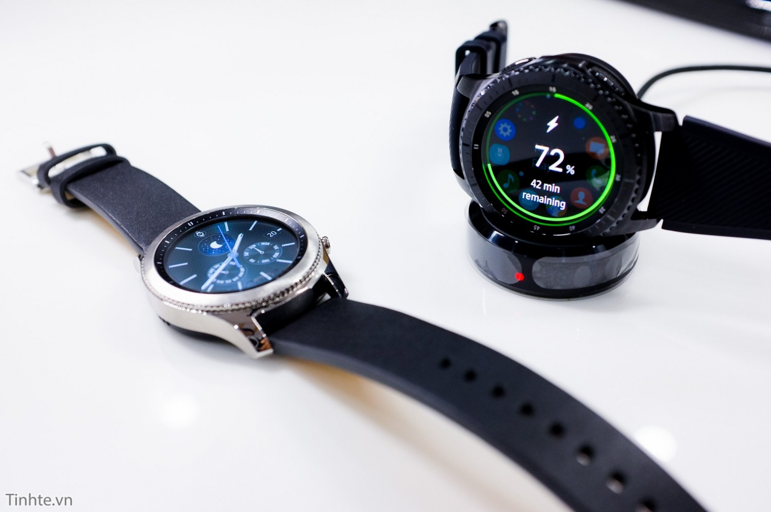4256495 Samsung Gear S3 smartwatch Android iOS